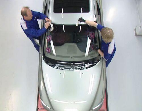 Видеокурс Замена лобового стекла на  примере Volvo